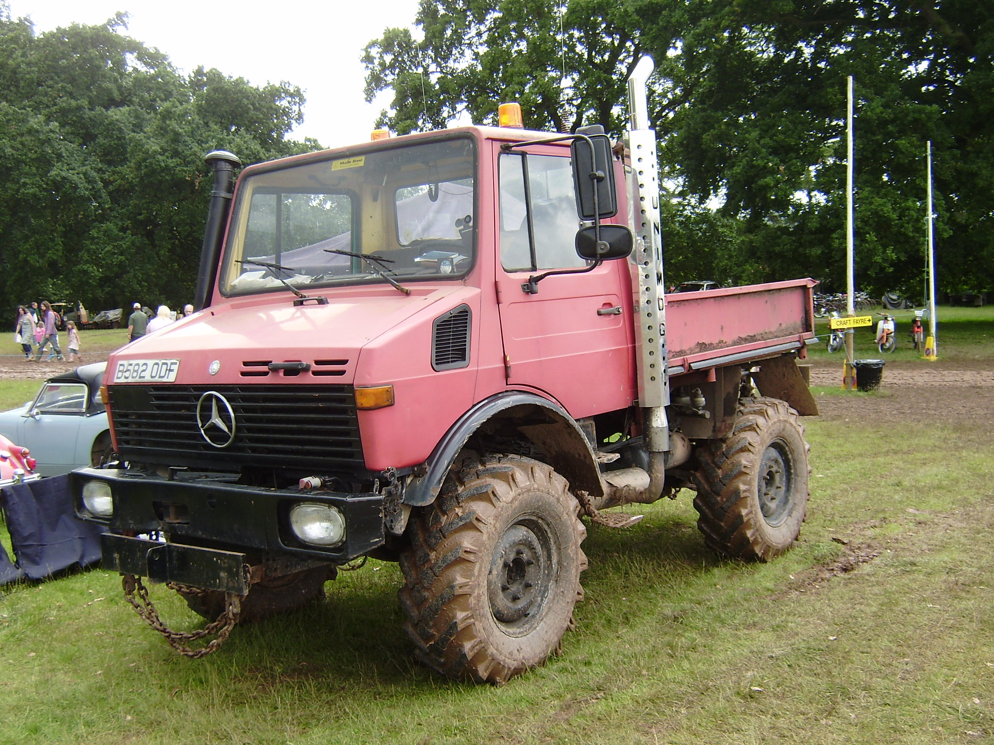 118 likewise 319 together with 1962 Ac Aceca Coupe also Unimog as well Adjusting A Stromberg Carburettor. on mercedes benz classic parts