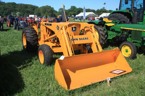 john deere 300 b tractor construction plant wiki wikia. Black Bedroom Furniture Sets. Home Design Ideas