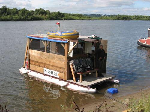 [Image: Houseboat.jpg]