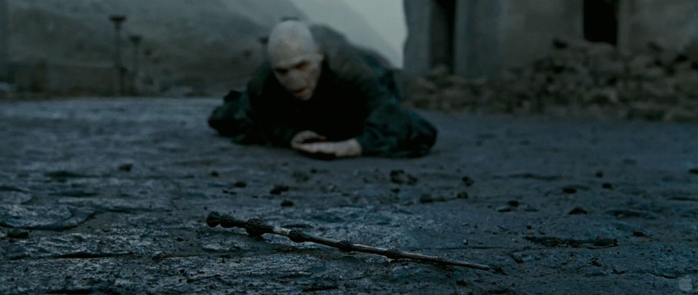 Image voldemort crawling towards elder harry for Harry potter deathly hallows wand