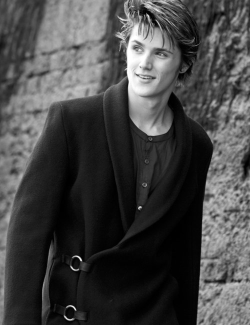 The 25-year old son of father (?) and mother(?), 187 cm tall Eugene Simon in 2018 photo