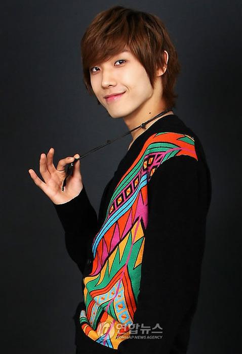 http://img4.wikia.nocookie.net/__cb20110811034931/drama/es/images/8/8a/Lee_Joon1.jpg