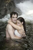 400px-Twilight-saga-breaking-dawn-part-1-movie-photo-04-550x825