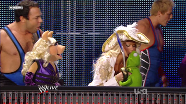 WWE-Raw-Kiss-Kermit-KellyKelly-(2011-10-31)