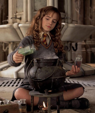 http://img4.wikia.nocookie.net/__cb20111105171457/harrypotter/images/e/e6/Polyjuice_potion.jpg