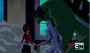 Gwen y Kevin viendo a Humungosaurio Supremo atacar.PNG