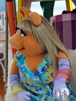 Disney'sHonoraryVoluntEarsCavalcade-PiggySkin