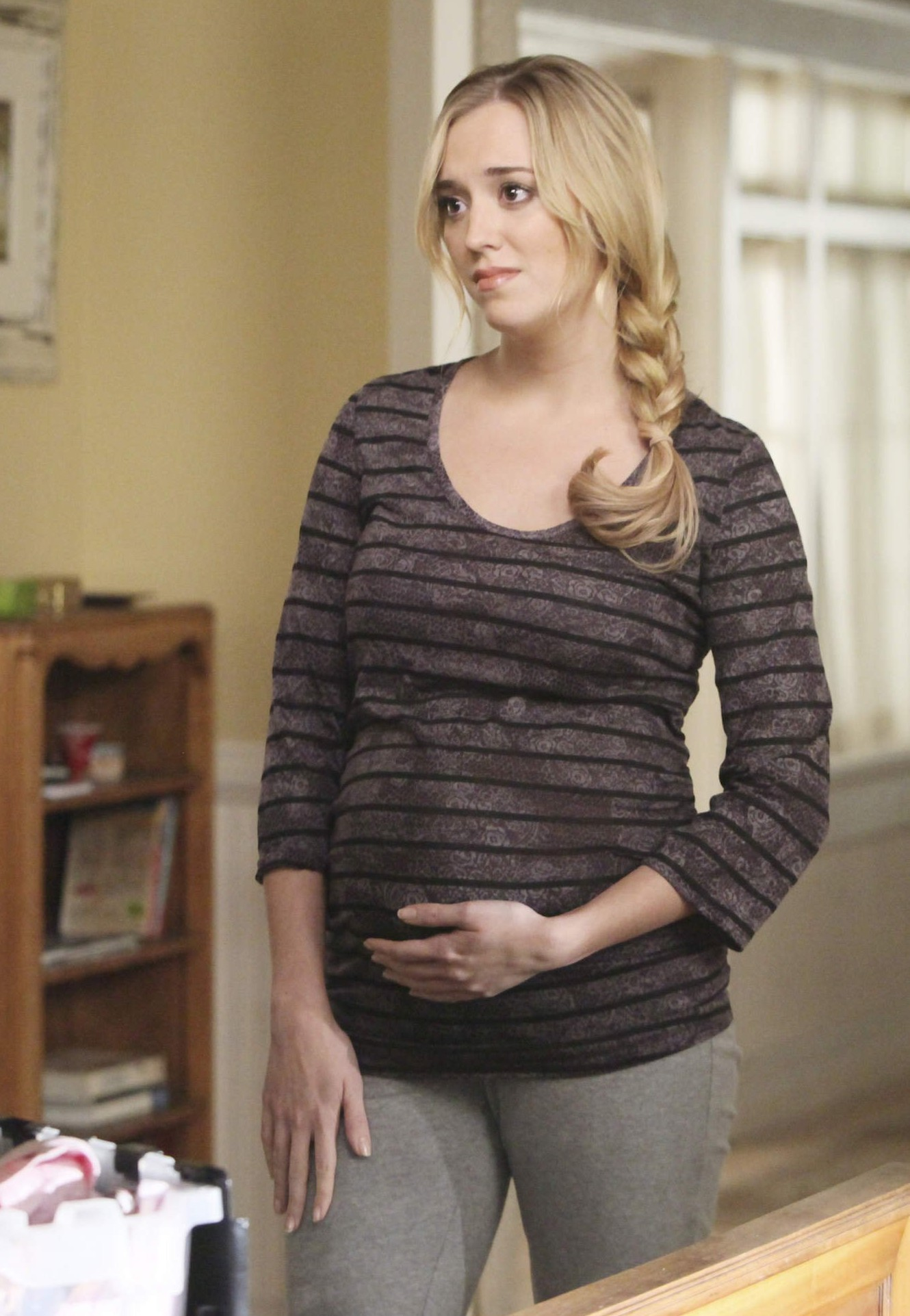 Image - Julie 8x13.jpg - Desperate Housewives Wiki