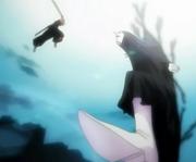 431px-Ichigo Kurosaki attacks Menos Grande