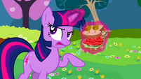 Twilight talking through sandwich S2E25