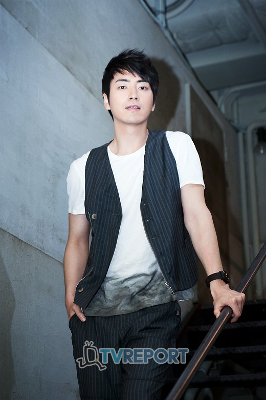 http://img4.wikia.nocookie.net/__cb20120621072656/drama/es/images/b/b0/Lee_Joon_Hyuk12.jpg