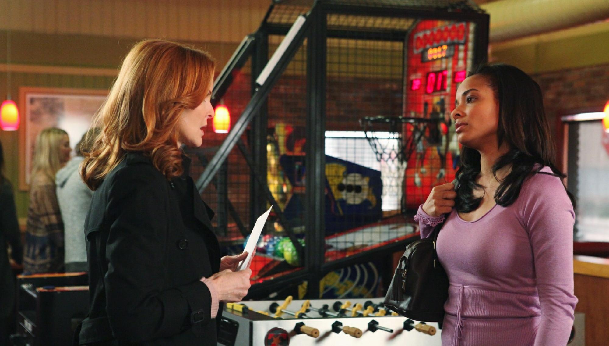 Desperate housewives season 2 episode 16 cucirca : Sexting teacher ...