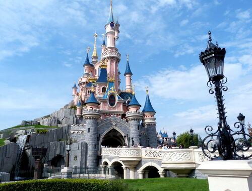 Image ch teau de la belle au bois dormant jpg wiki walt disney le monde magique de disney - Chateau la belle au bois dormant ...