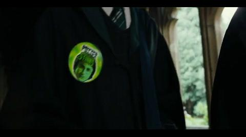 Harry Potter and the Goblet of Fire - 'Potter stinks' badges