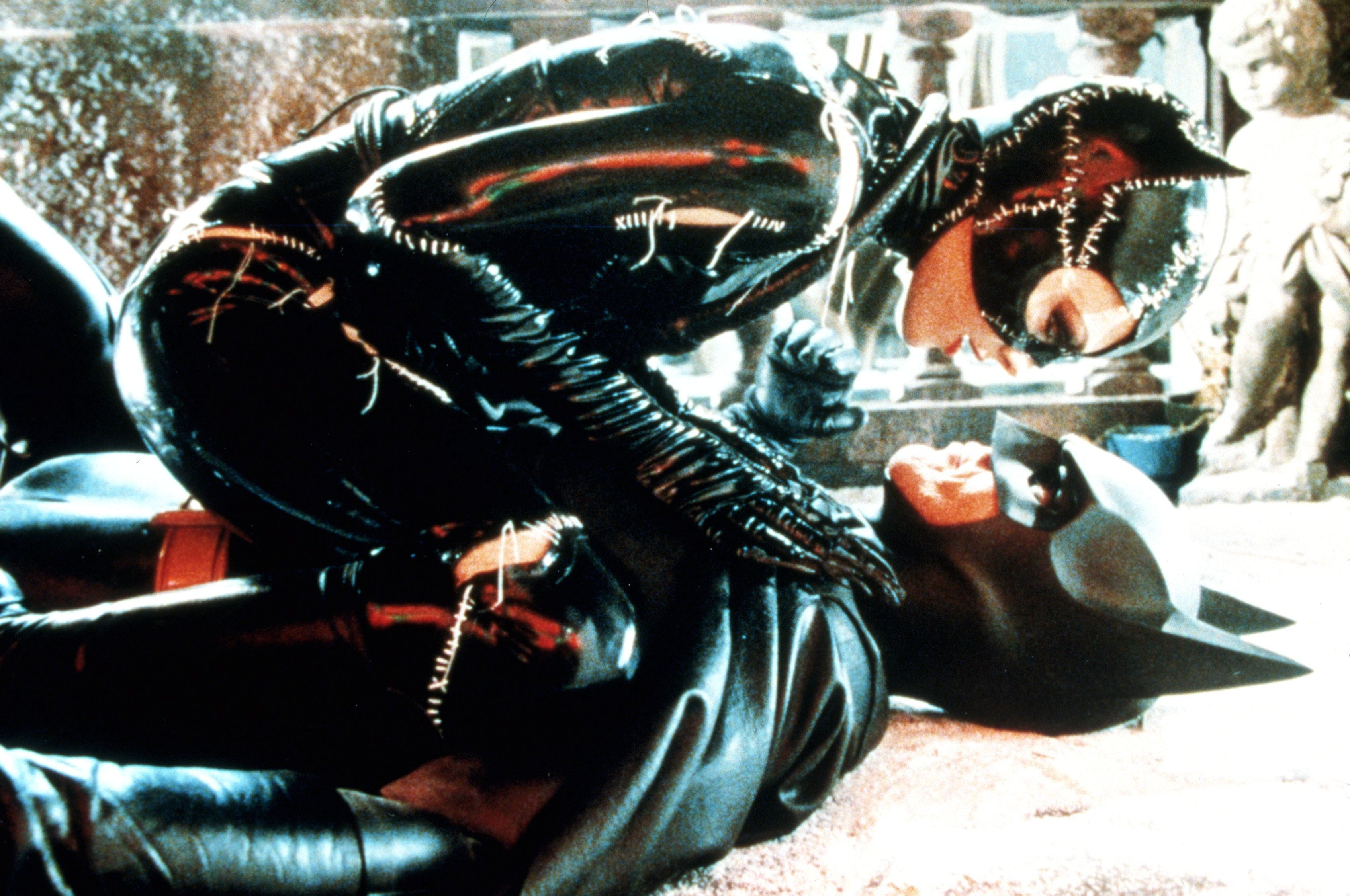 http://img4.wikia.nocookie.net/__cb20121016114243/p__/protagonist/images/e/eb/513340-96639_batman_returns_movie_stills_ccbn_24_122_526l.jpg