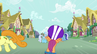 Shoeshine staring at Scootaloo from a distance S3E6