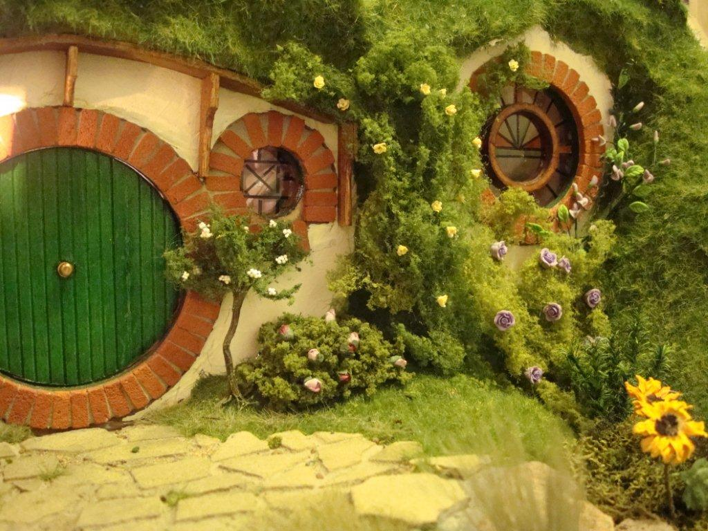 Hobbit hole lord of the rings wiki - Hobbit book ends ...