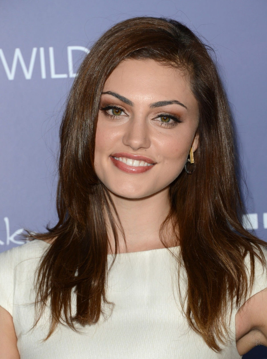 The 29-year old daughter of father (?) and mother(?), 173 cm tall Phoebe Tonkin in 2018 photo
