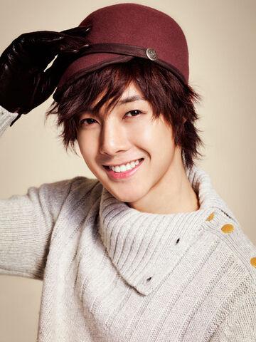 Archivo:Kim-hyunjoong-hotness.jpg