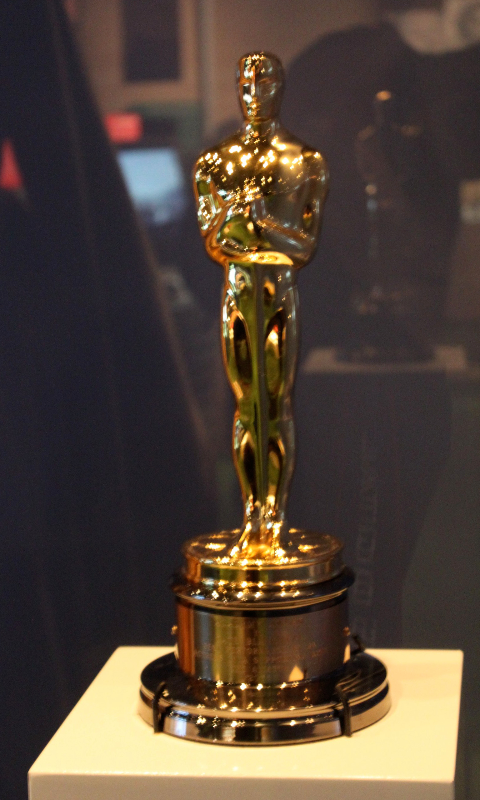 Cate Blanchett's Oscar for playing Katharine Hepburn in The Aviator ...
