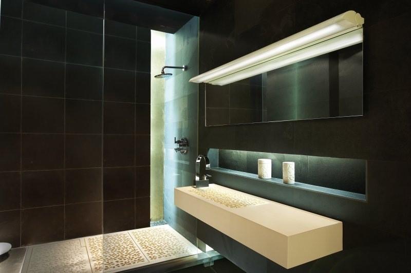 Imagen lampara espejo wiki creepypasta - Lamparas para espejo de bano ...