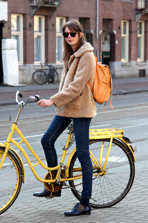 Image Amsterdam Street Style Fashion Population Fur Backsack Yellow Fashion Wiki