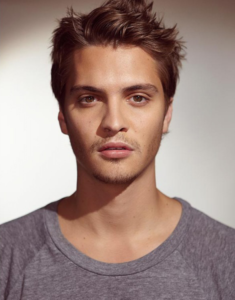 The 33-year old son of father Randy Grimes and mother Angie Barker, 188 cm tall Luke Grimes in 2017 photo