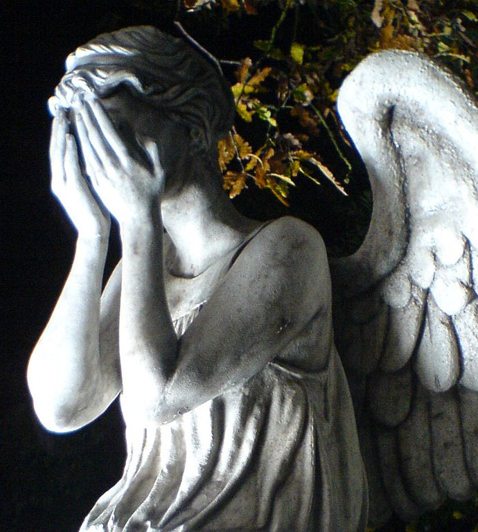 The Weeping Angels are Back in 'Doctor Who: Don't Blink ...