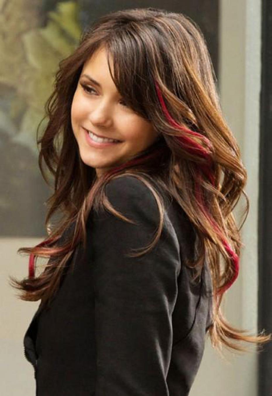 Причёска с красными прядями фото