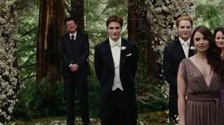 TWILIGHT SAGA BREAKING DAWN-PART 1 (TRAILER 1), THE