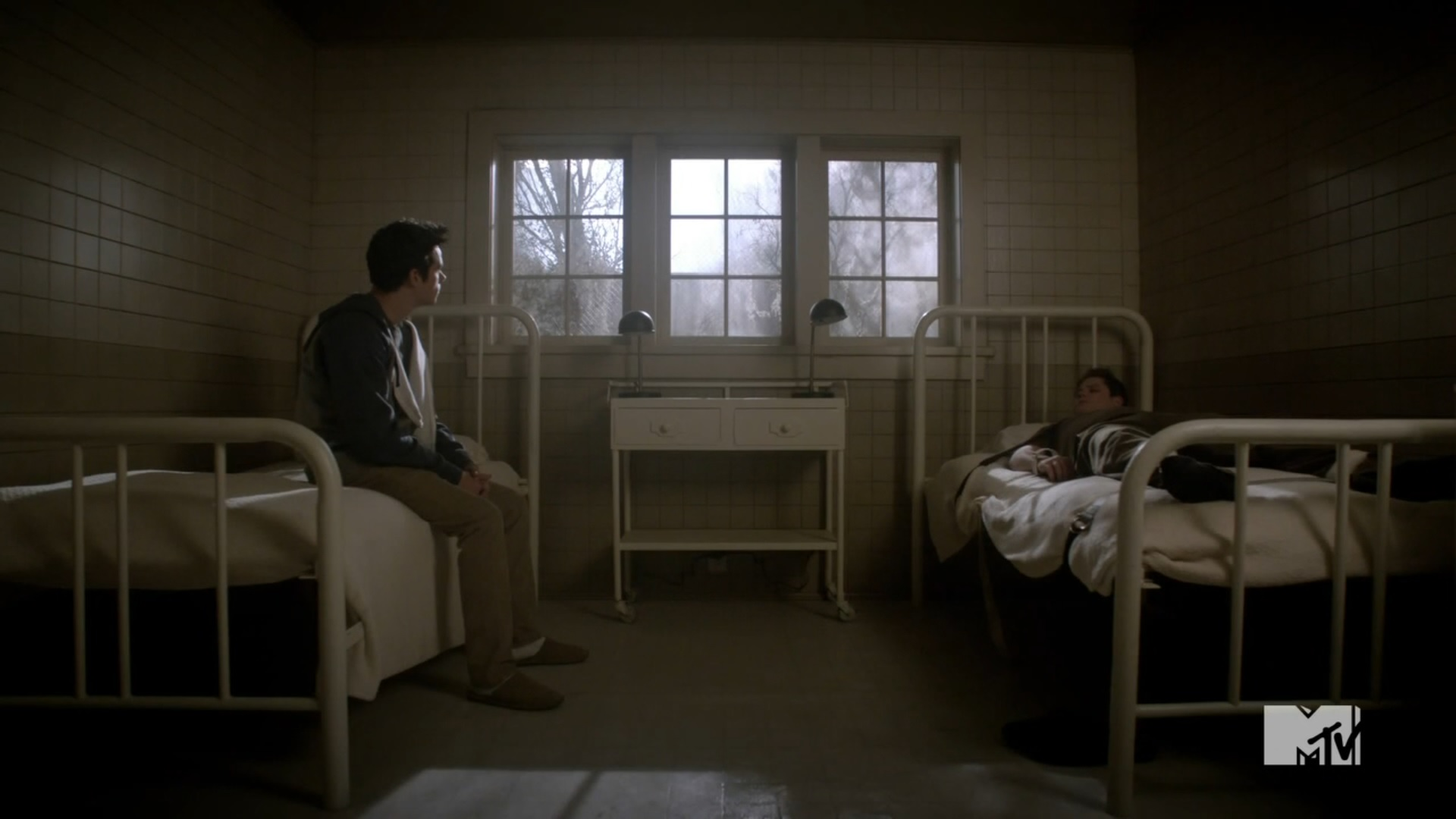 http://img4.wikia.nocookie.net/__cb20140225213555/teenwolf/images/5/5d/Teen_Wolf_Season_3_Episode_20_Echo_House_Dylan_Obrien_Stiles_Stilinski_Sleepless_In_the_Echo_House.jpg