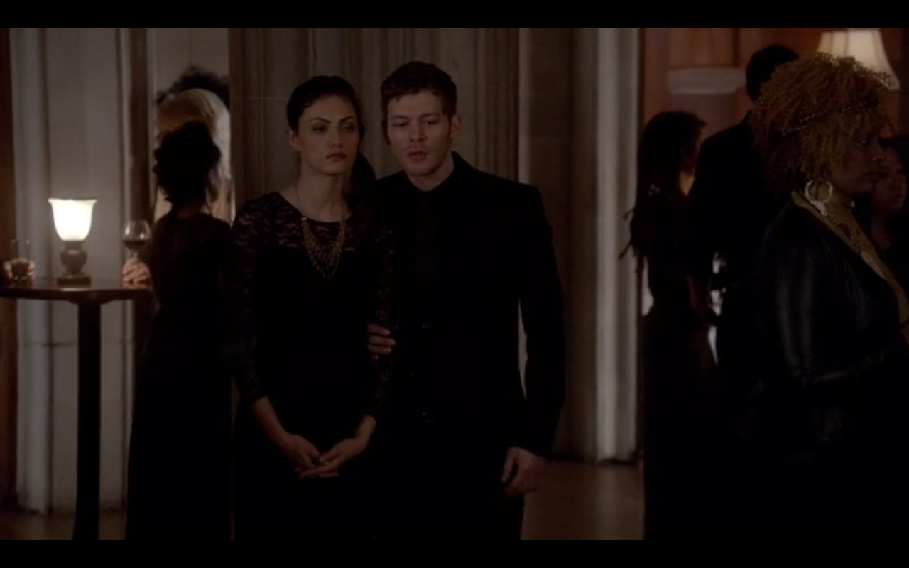Image - 1x18-Klaus and Hayley discuss werewolves.png - The ...