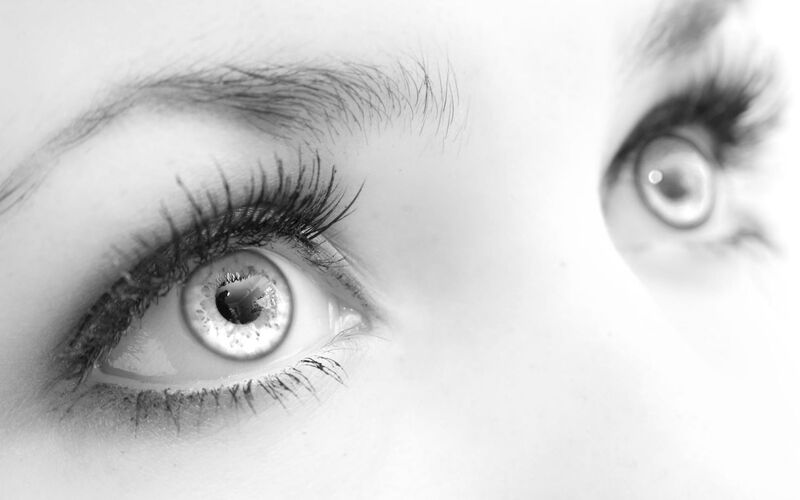 800px-Gorgeous_Eyes.jpg