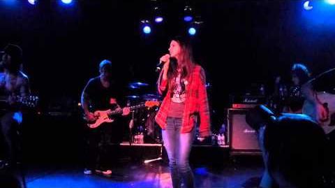 Lana Del Rey performing Wonderwall with Camp Freedy