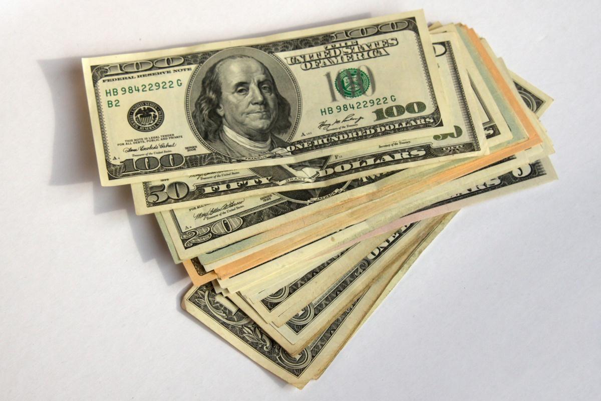 Файл - 100-(сто)-долларов-Стопка-1240572665 39.jpg — Angry Birds Wiki