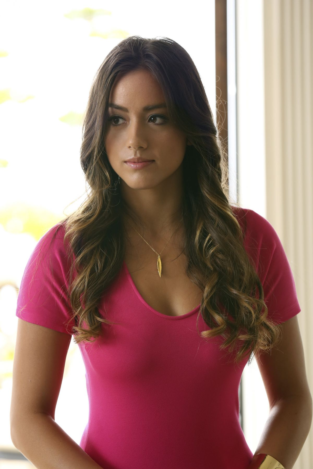 http://img4.wikia.nocookie.net/__cb20140130231106/mujeres/es/images/a/a6/Chloe-bennet-at-marvel-s-agents-of-s.h.i.e.l.d._1.jpg